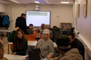 ivrigie kursdeltakere på samfunnskunnskapskurset hos Skedsmo kommune